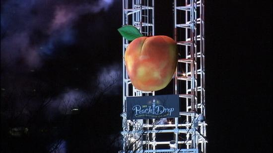 Как отмечают новый год в Атланте, новогодний персик